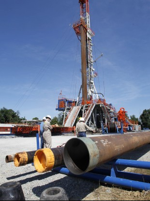 A rig that drills for shale gas in Washington, Pennsylvania (File photo)