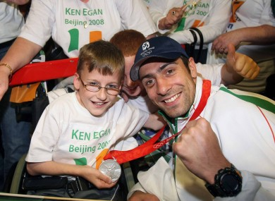 Egan with a young fan at the Ireland team's homecoming in 2008