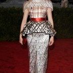 Elizabeth Banks in a patterned Mary Katrantzou