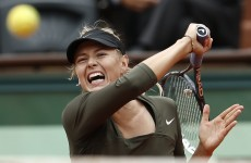 Sharapova struggles through to quarters at Roland Garros