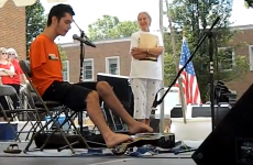 VIDEO: Teenage guitarist has no arms – so he plays with his feet