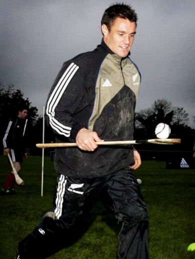 Here's your 'That Dan Carter Lad Can Do Anything' Pic of the Day