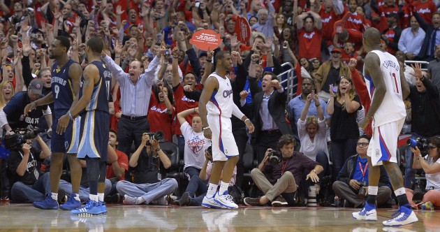 Chris Paul makes game-winning buzzer beaters look waaaay too easy