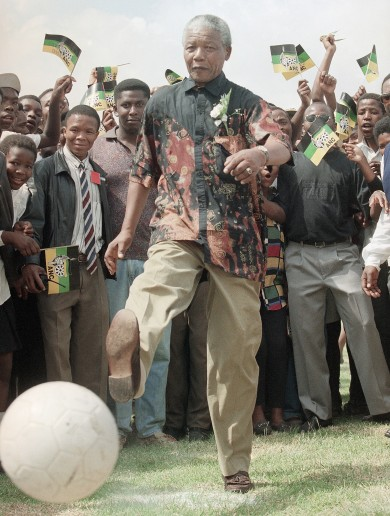 8 pictures and videos that prove Nelson Mandela was a sporting icon