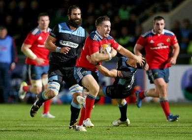 JJ Hanrahan fends off Glasgow Warriors' Chris Cusiter.